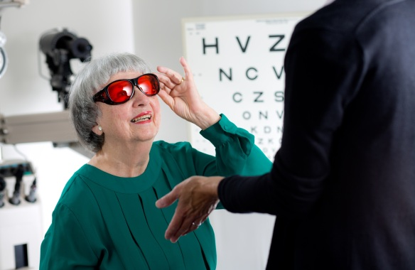 A female client meets with Dr. Toomey-Gitto for a low vision exam. MABVI offers low vision exams at its Worcester office, as well as several other locations.
